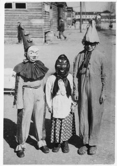 Halloween is coming. Check out these vintage snapshots to see what children worn in Halloween festivals from between the to . Retro Halloween, Halloween Fotos, Old Halloween Costumes, Vintage Halloween Photos, Halloween Pictures, Creepy Halloween, Fall Halloween, Zombie Costumes, Purim Costumes