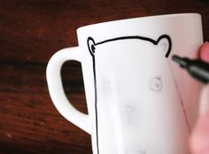 clever way to transfer a design onto a mug