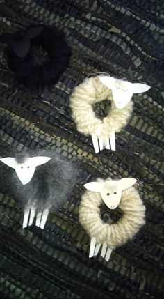 simple sheep craft no instructions Sheep Crafts, Yarn Crafts, Diy And Crafts, Crafts For Kids, Noel Christmas, Christmas Tree Ornaments, Christmas Decorations, Spring Crafts, Holiday Crafts