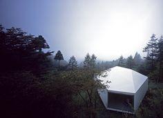 villa / gallery in karuizawa forest