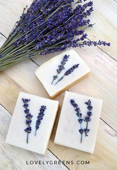 Honey & Lavender Soap Recipe + Instructions Honey & Lavender Soap Recipe + Instructions: how to make sensitive honey & lavender soap using pure olive oil, lavender essential oil, raw honey, and other skin-loving ingredients Soap Making Recipes, Homemade Soap Recipes, Diy Cosmetic, Savon Soap, Honey Soap, Lavender Soap, Lavender Honey, Beauty Soap, Soap Favors