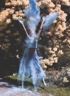 I love this #photo by #TimWalker for Italian #vogue 2000. The blue dust makes the picture pop, reminds me of fairy dust!