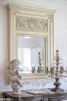 Antique Vintage Decor If you love decorating with French Country decor but don't love the expense of vintage collectibles, here are 10 ways to save money mixing in reproductions with antiques. Modern French Country, French Country Kitchens, French Country Bedrooms, French Country Living Room, French Country Cottage, Country Farmhouse Decor, Country Bathrooms, Farmhouse Interior, Country Chic