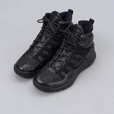 1e2f58e8559f40 Nike - Lupinek Flyknit in Triple Black - Notre - 1 Triple Black