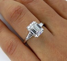 Estate Vintage Diamant im Smaragdschliff mit 2 Baguettes in Platin, EGL USA - Rings - Bling Bling, Engagement Ring Cuts, Vintage Engagement Rings, Engagement Rings With Baguettes, Antique Wedding Rings, Vintage Diamond Rings, Solitaire Engagement, Emerald Cut Diamonds, Diamond Cuts