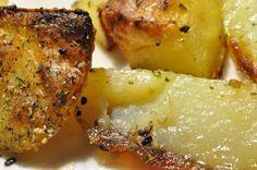 Hvad skulle der nu være nyt i hjemmelavede pommes frites? Dem har vida lavet 1000 gange før? Tjo, men denne gang var tilberedningsmetoden anderledes og kartoflerne blev SÅ meget lækrere - så det tilberedningstip skal du da have!