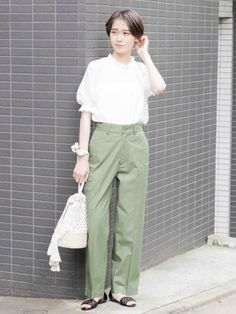 スタイリング詳細 | [公式]ローリーズファーム (LOWRYS FARM)通販 Lowrys Farm, Tunic Blouse, Khaki Pants, Women's Fashion, Street Style, Outfits, Clothes, Khakis, Fashion Women