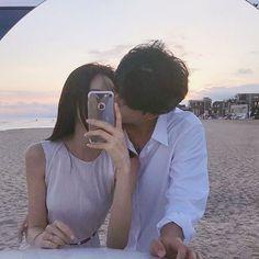 list ulzzang(づ ̄ ³ ̄)づ♡ . Cute Relationship Goals, Cute Relationships, Cute Couples Goals, Couple Goals, Calin Couple, Couple Ulzzang, Ulzzang Korean Girl, Couple Beach, Korean Couple