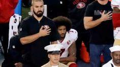 Image copyright                  AP Image caption                                      Colin Kaepernick se arrodilló hace unos días mientras sonaba el himno estadounidense.                                Ha recibido el apoyo de nada menos que el presidente de Estados Unidos, Barack Obama. El mandatario se solidarizó con la protesta del mariscal de campo (quarterback) de los 49ers de San Francisco, Colin Kaepernick, quien se niega a cantar