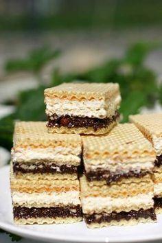 Domowe wafelki Knoppers | mojprzepisna.pl Polish Desserts, No Bake Desserts, Sweet Recipes, Cake Recipes, Dessert Recipes, Cake Calories, Waffle Cake, Different Cakes, Crazy Cakes