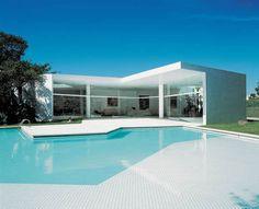 The Residential Work of Oscar Niemeyer
