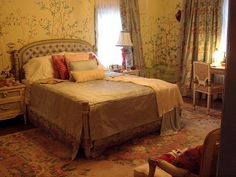Truth be told, I had not heard of Edith Bouvier Beale and her daughter, also named Edie until recently. However, I have been completely f. Grey Gardens Movie, Grey Gardens 2009, Gray Gardens, Gray Bedroom, Master Bedroom, 1930s House, Chinoiserie Chic, Chinoiserie Wallpaper, Pretty Room