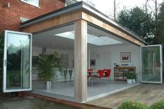 Corner bi-folds with timber clad. Extension Veranda, Conservatory Extension, House Extension Design, Extension Designs, Roof Extension, Extension Google, Extension Ideas, Kitchen Diner Extension, Backyard