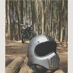 #vintage #oldandvintage #vintagestyle #vintagehelmet #helmet #predator #customhelmet #helmets #motorcycle #custombike #customculture #motorcycles More info visit :  www.doctorhelmet.com