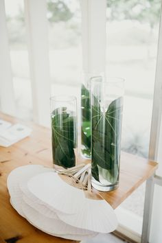 Wedding Flower Decoration Tropical-inspired fans floral pieces at this Texas summer wedding Tropical Wedding Centerpieces, Beach Wedding Favors, Flower Centerpieces, Diy Wedding, Wedding Ideas, Wedding Ceremony, Centerpiece Ideas, Tropical Weddings, Tropical Wedding Decor
