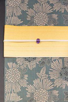 竺仙 松煙染ゆかた Japanese Textiles, Japanese Fabric, Japanese Prints, Japanese Kimono, Chinese Patterns, Japanese Patterns, Modern Kimono, Yukata Kimono, Summer Kimono