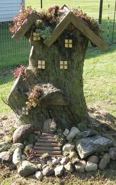 Amazing DIY Mini Fairy Garden Ideas for Miniature Landscaping and super cute idea to decorate old stumps #jardinesideas
