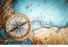Starý vintage retro kompas na pozadí: stock fotografie (k okamžité úpravě) 1014403549 Map Background, Background Images, Wall Stickers Vintage, Karten Tattoos, Vintage Compass, Best Vacation Spots, Vinyl Cover, Illustrations, Wallpaper