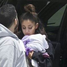 "Polubienia: 19, komentarze: 1 – Ariana Grande Updates🌙 (@ariana.grande.perfect.news) na Instagramie: ""Ariana arriving in Boca Raton, Florida. #arianagrande"""