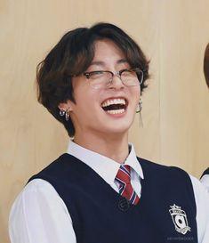 Bts Jungkook, Namjoon, Bts Selca, Seokjin, Jungkook Glasses, Rapper, Jung Kook, Foto Bts, Run Bts