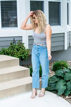 Mom Jeans with a Gray Bodysuit. | Le Stylo Rouge