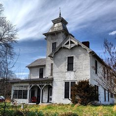 Haunted Mansion? #haunted #mansion #abandoned #jonesville #virginia by mpficke, via Flickr