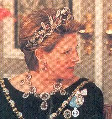 Queen Anne Marie of Greece wearing the Greek ruby necklace and tiara which was apparently sold to King Paul of Greece by Princess Paul of Greece.  See the princess in the same jewels this board.