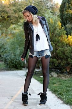Looks com Meia Calça 2019 ⇒ 4 Dicas de Como Usar Welche Tops trägt man zu Lederröcken Black Tights Outfit, Shorts With Tights, Outfit Jeans, Outfits With Tights, Vans Outfit, Black Shorts, Look Fashion, Autumn Fashion, Fashion Outfits