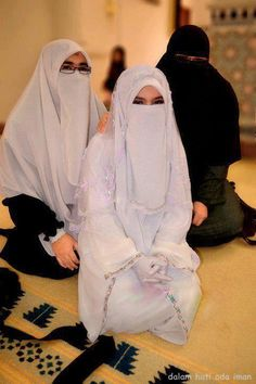 Niqabi Bride and Friends