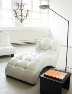 Relaxen im ganz großen Stil mit der Lounge-Liege Loft. Sowohl für Augen wie auch für die Seele ein Hochgenuss!