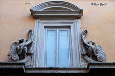 En güzel dekorasyon paylaşımları için Kadinika.com #kadinika #dekorasyon #decoration #woman #women Roma. Rione Ponte. Dettagli romani