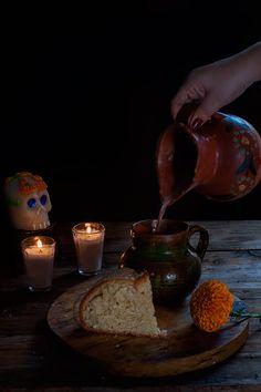 PAN DE MUERTO | RÚSTICA Fresh, Table Decorations, Baking, Thesis, Mexico, Pizza, Food, Kitchen, Gold Leaf