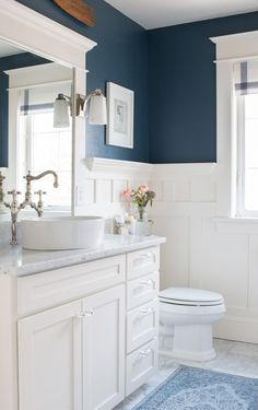 Beautiful navy blue and white bathroom in a stunning home! #bathroomideas #homedecor