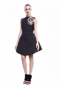 Sukienka klasyczna neoprenowa- rozkloszowana- z czerwonym dnem- nowoczesna mała czarna- złoty herbKolor: czerń, czerwień, złotoSkład: 100% neopren