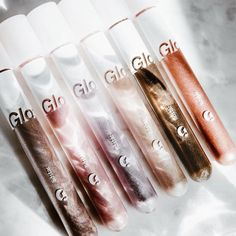 Liquid eyeshadows have been a favorite of mine recently and I'm so glad that Glossier recently released their new Lidstar line. Link in bio…