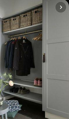 Wardrobe Organisation, Home Organization, Armoire Entree, Sas Entree, Boot Room Utility, Washington Houses, Entryway Closet, Banquette, Laundry Room Design