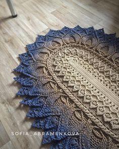 Tapete de crochê oval: ideias, tutoriais e gráficos dessa peça caprichada Crochet Doily Rug, Diy Crochet Patterns, Crochet Carpet, Diy Crafts Crochet, Crochet Mandala Pattern, Shabby Chic Rug, Rug Yarn, Decoration, Carpet Runner