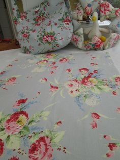 BN Very Lovely Cath Kidston Large Cotton Duck Remnant In Faded Flowers