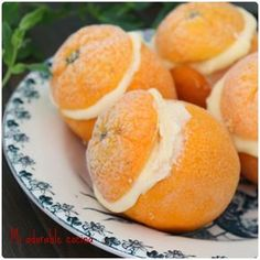 Para hacer este rico helado se necesita: -4 naranjas -150gr de azúcar glasé -1 yogurt natural o de limón -200ml de nata para montar...