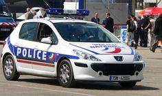 """La police ouvre des comptes Twitter > http://www.lefigaro.fr/flash-actu/2014/01/13/97001-20140113FILWWW00653-la-police-ouvre-des-comptes-twitter.php > """"C'est donc le moment de réserver tout les comptes Twitter PNationale01, 02, 03…etc etc juste pour le fun…"""" (de Korben)"""