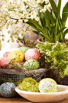 We hatched easy, elegant Easter egg dyeing and decorating ideas, plus gorgeous, seasonal ways to pretty up your home for spring.