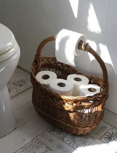 Panier pour papier-toilette dans les WC