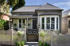 PAINT COLOR EXTERIOR Read how a double-fronted Victorian Classic weatherboard home gets a modern, elegant makeover. Classic Home Decor, Elegant Home Decor, Classic House, Elegant Homes, Edwardian House, Victorian Cottage, Victorian Houses, Weatherboard Exterior, Dream Home Design