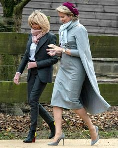 On the second day of their State visit to Belgium, French President Emmanuel Macron and First Lady Brigitte Macron visited Sint-Jans-… 50 Fashion, Royal Fashion, French Fashion, Classy Outfits, Pretty Outfits, Beaux Couples, Brigitte Macron, Emmanuel Macron, First Lady Melania Trump