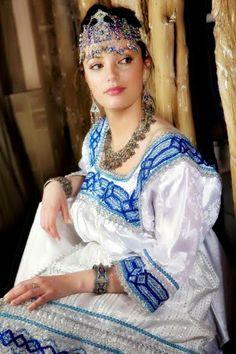 Bijoux et robe kabyle