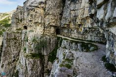 A few of the most dangerous roads on the planet (14 Photos)