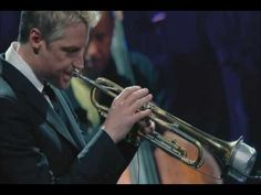 "Jazz trumpeter Chris Botti's soulful take on the Leonard Cohen classic ""Hallelujah."" With guitarist Mark Whitfield and Keith Lockhart and the Boston Pops. Boston Pops, In Boston, Jazz Artists, Music Artists, Chris Botti, Nyc Bucket List, Jeff Buckley, Leonard Cohen, Easy Listening"