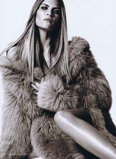 Model FRANKIE RAYDER in all everything Michael Kors     Harpers Bazar US