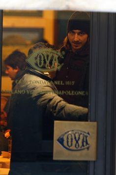 Zlatan Ibrahimovic Photos: Zlatan Ibrahimovic Out Shopping In Milan