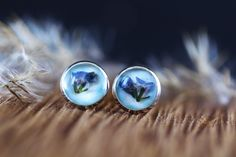 Cercei din flori naturale in rasina creati manual Studs, Gemstone Rings, Lily, Stud Earrings, Gemstones, Jewelry, Fragrance, Jewlery, Gems